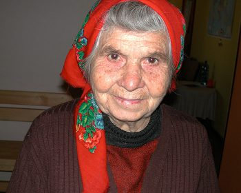 Eine Besucherin des Rasarit Tageszentrums