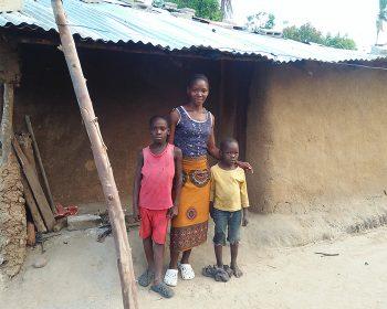 Nothilfe für eine Familie in Mosambik